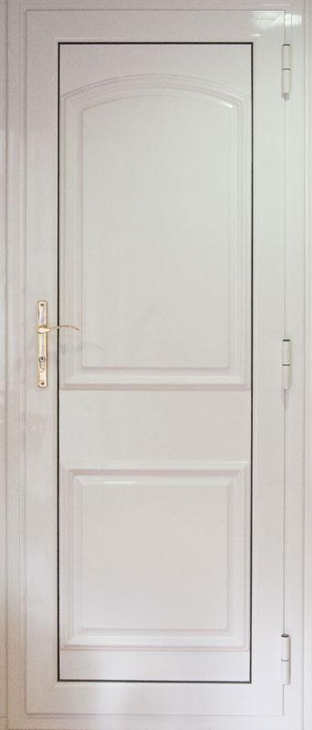Puertas de entrada con paneles decorados en aluminio