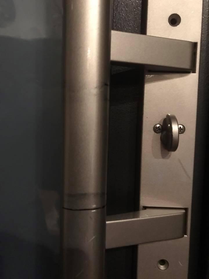 加工前の玄関の鍵。