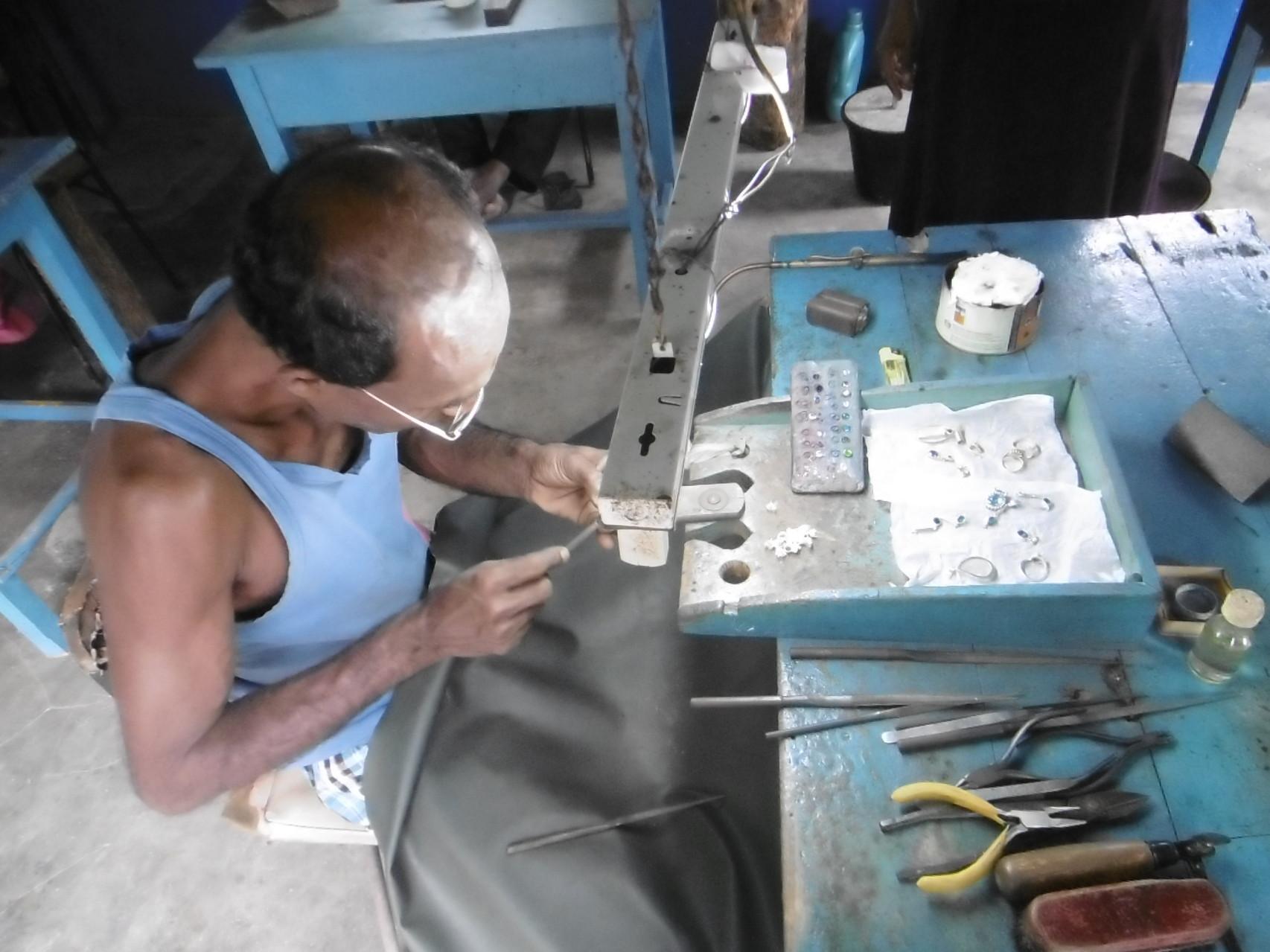 Herstellung von Schmuck, Mondstein Mine