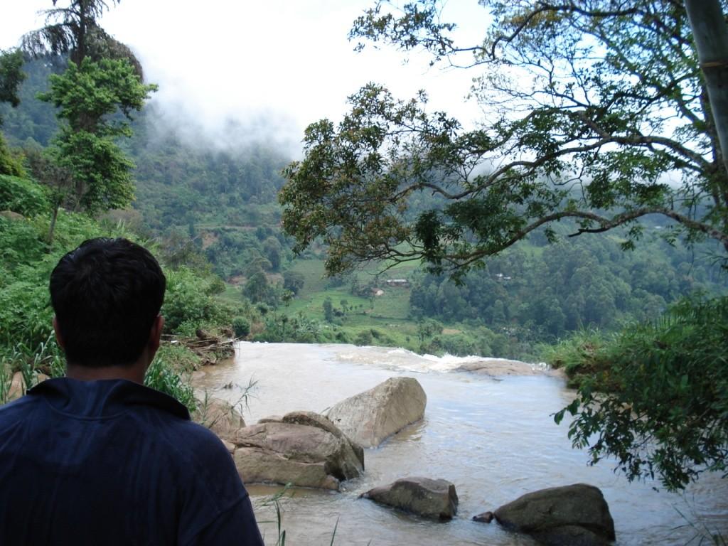 Am Abgrund der Rawana Wasserfälle