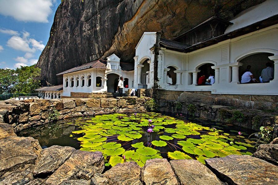Eingang zum Höhlentempel, Dambulla