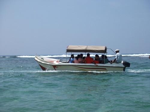 Glasbootfahrt zu den Korallenriffen vor Hikkaduwa