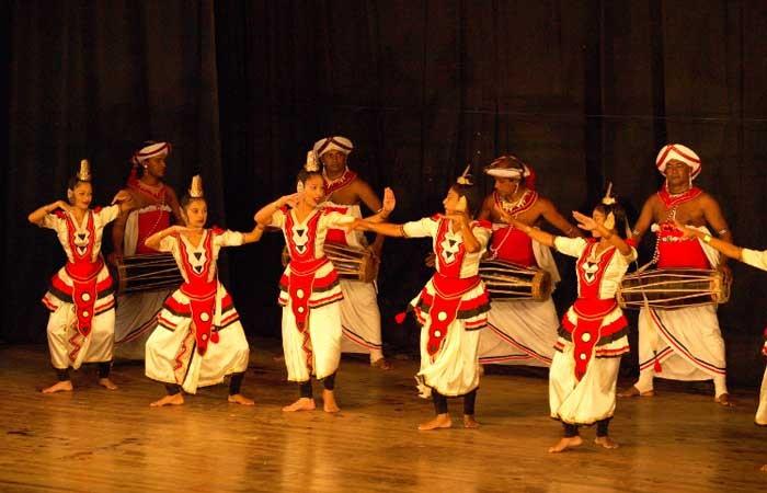 """Traditionelle Tanzperformance der """"Kandy Dancer"""""""