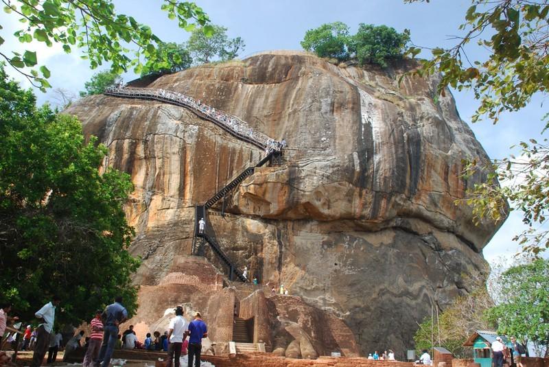 Besteigung vom Sigiriya Löwenfelsen