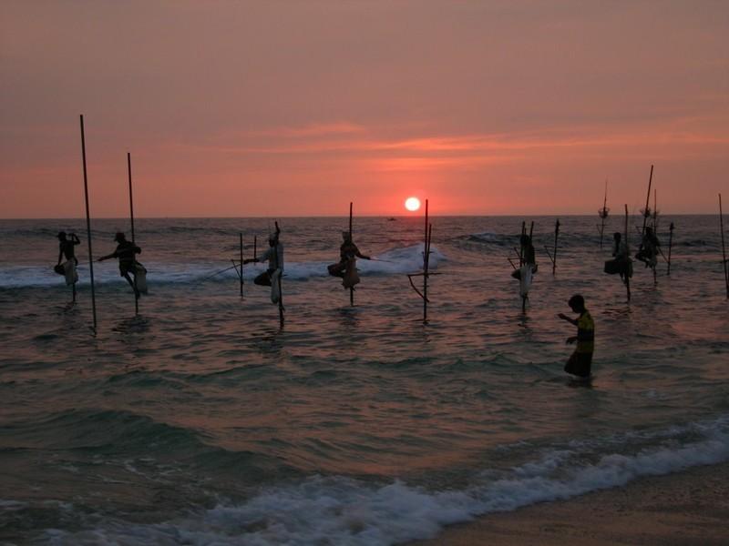 Stelzenfischer im Sonnenuntergang