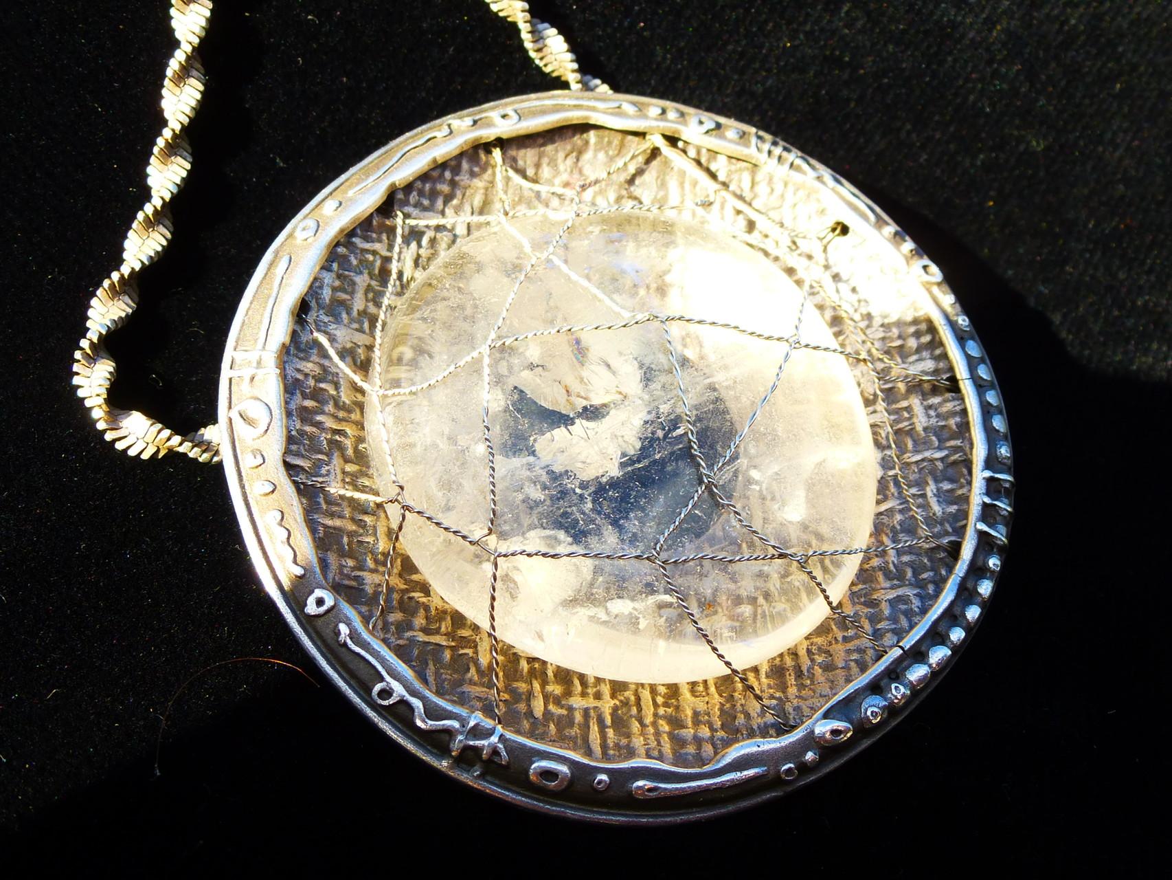 Auge des Ra - Rückseite mit Bergkristall