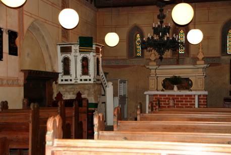 Blick in den Innenraum der Kirche