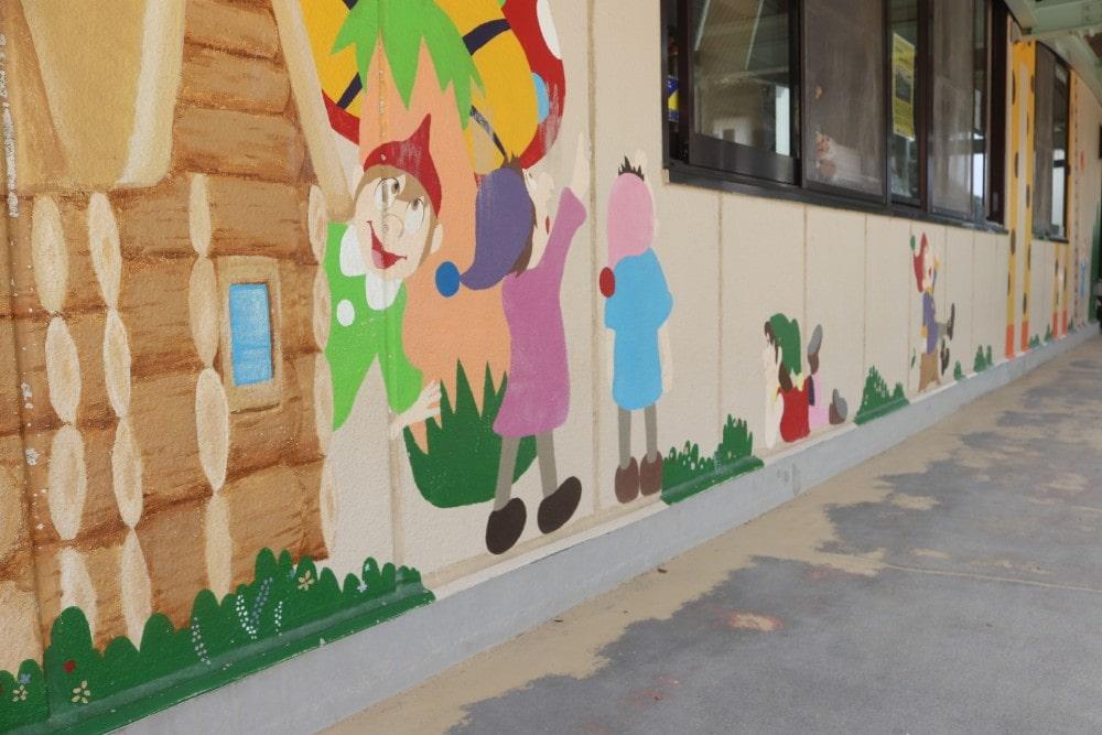 可愛らしい壁画が園生活を彩ります