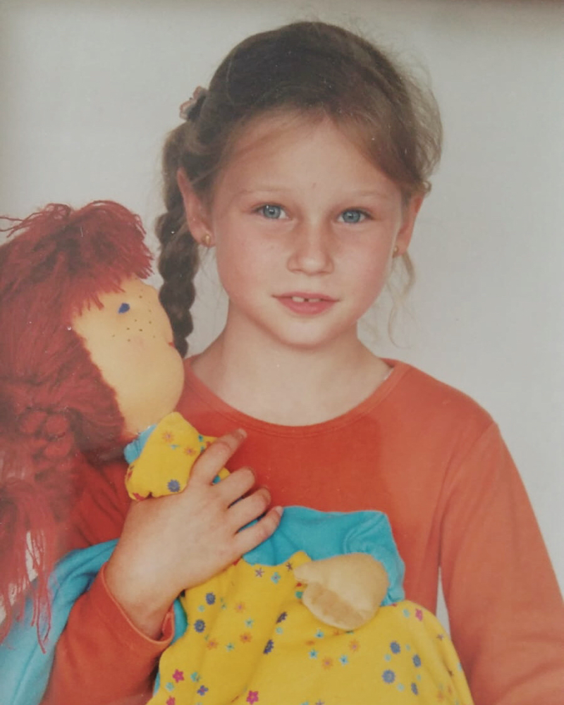 Anna als Schulkind mit Pippi- Schultüte