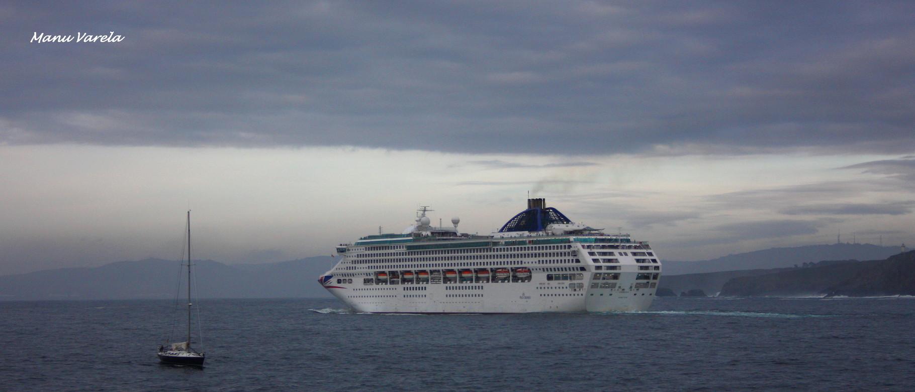 Oceana saliendo en un dia gris, de La Coruña