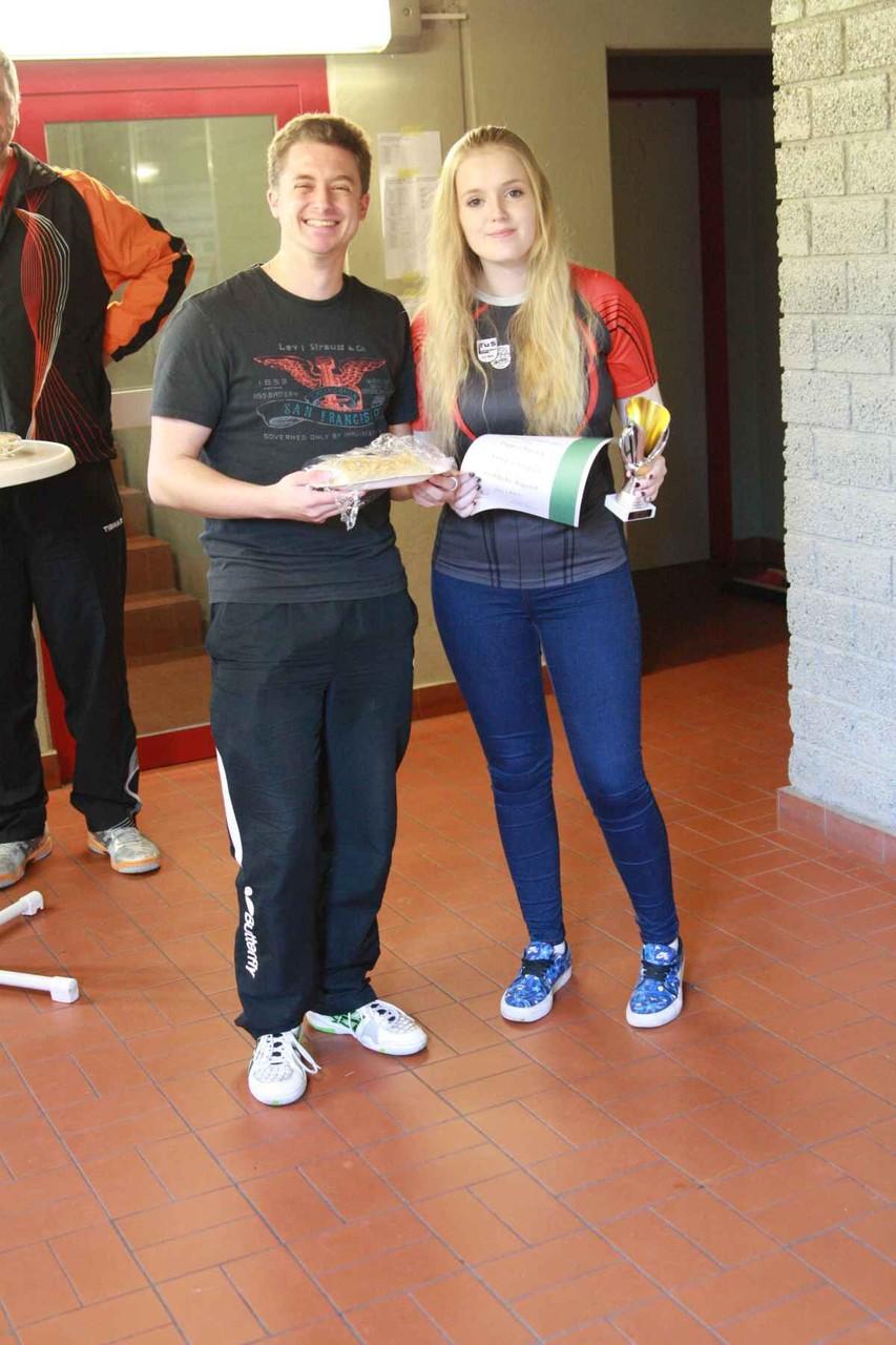 v.l.: Lukas Brinkop (Jugendreferent TTKV Celle), Poppea Patrick (Siegerin weibliche Jugend)