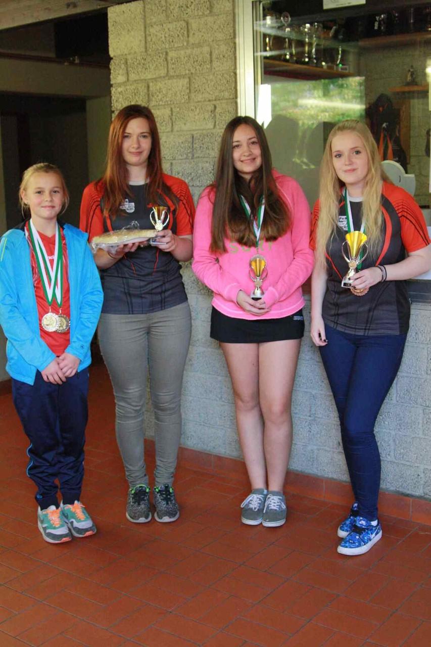 v.l. Siegerinnen weibliche Jugend: Svea Witschi (3.Platz), Saskia Felgentreu (2.Platz), Ann-Kathrin van der Schalk, Poppea Patrick (1.Platz)