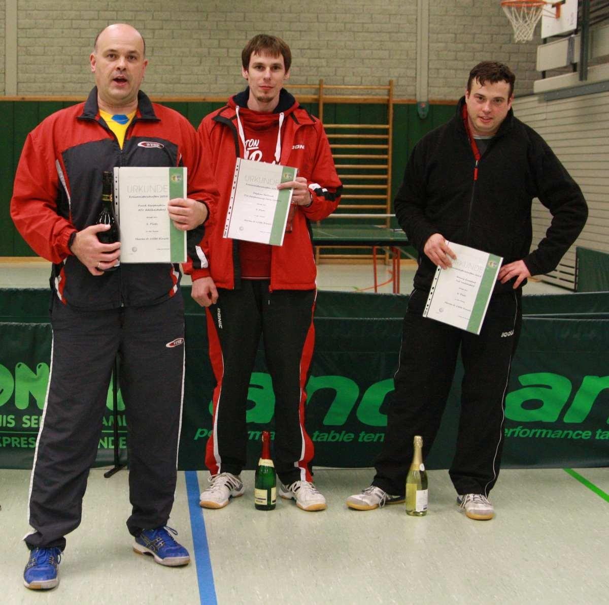Sieger der Herren bis 1500 Punkte, v.l.: Frank Karpenstein (1. Platz), Stephen Holland (3. Platz), Ronny Quasdorf (2. Platz)