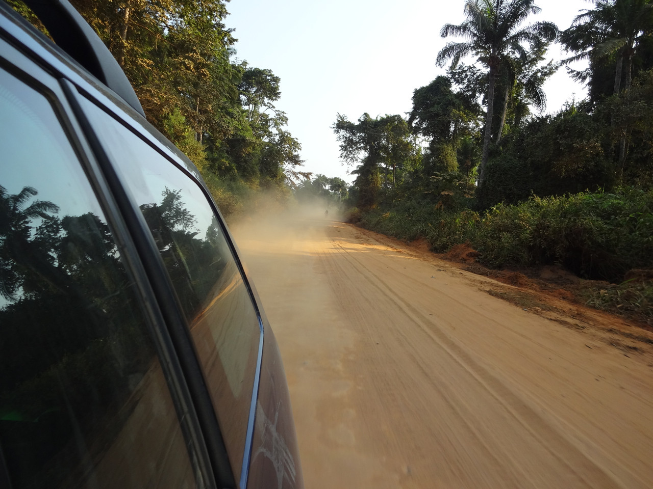 Die Sandpiste N1 von Boma nach Muanda