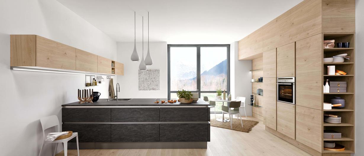 Moderne Küchen Stehen Für Ästhetik Und Gradliniger Eleganz. Hier Verbindet  Sich Funktionalität Und Zeitlose. Wohnkultur In Einer Idealen Symbiose.