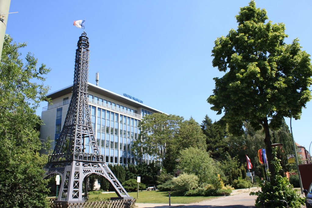 """Außenansicht mit dem """"Berliner Eiffelturm"""" in Berlin"""