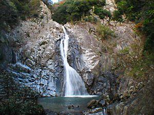 神戸にある布引の滝です