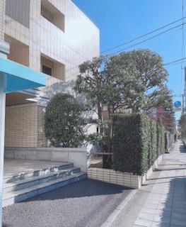 小田急線成城学園駅から徒歩5分。*敷地内駐車場あり