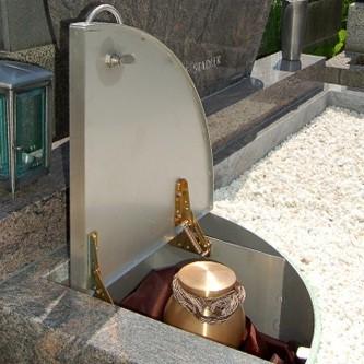 Pietätvolle Urnenbestattung im gemeinsamen Familiengrab