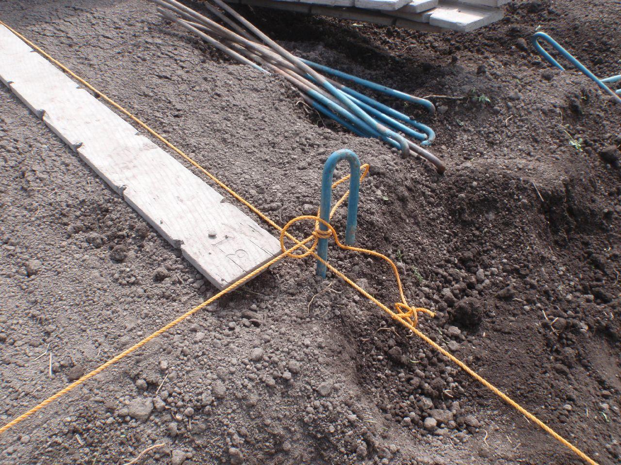 角は糸を直角に交差させる。