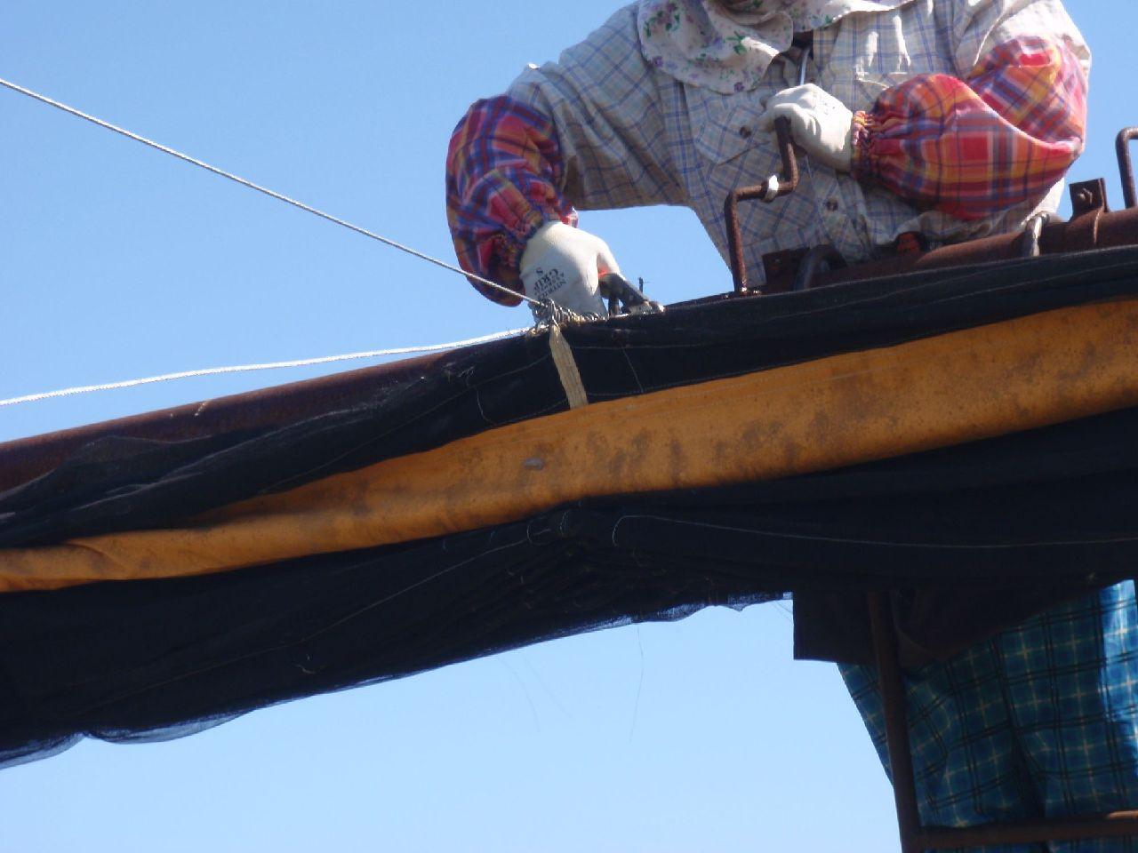 滑車を回してワイヤーを固定。余分なワイヤーを切る。