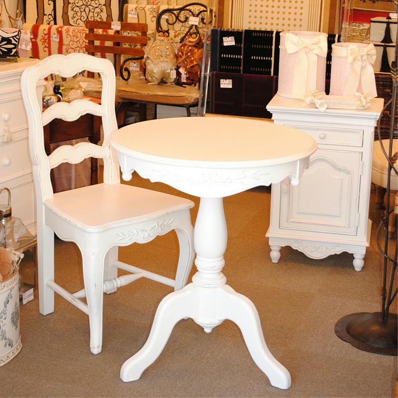 白いフランス家具の丸いテーブル