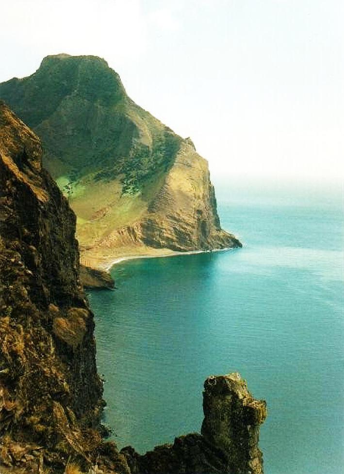 Cala  Cerro Alto, illa Robinsón Crusoe, Valparaiso Chile.  Foto: O. Fernandez.