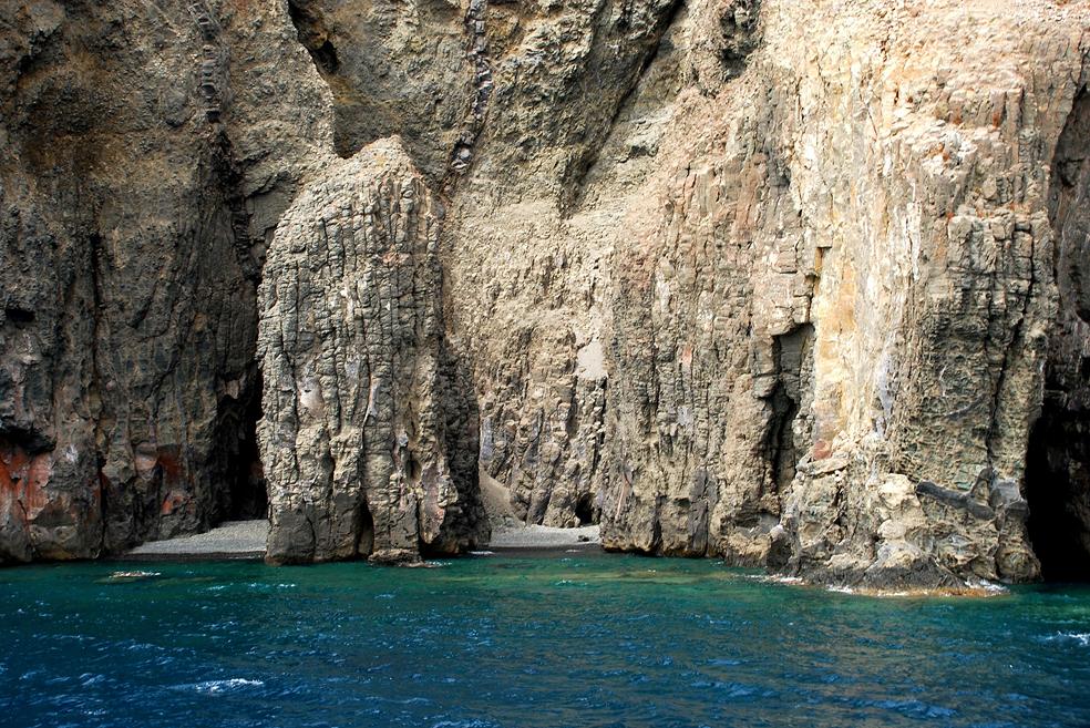 Dues petites cales a Pantelleria, Itàlia. Foto: G. Caruso.