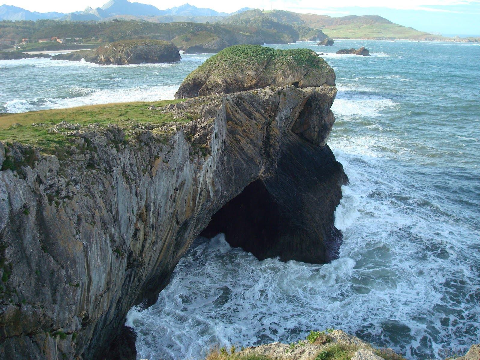 Cala cova del Cristo de Celorio, Astúries.