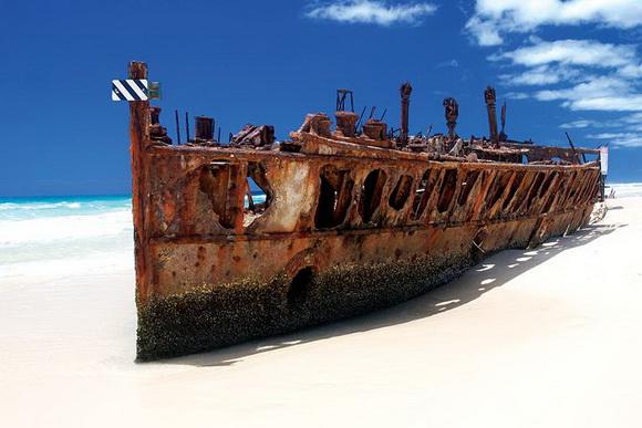 Maheno és el més famós vaixell enfonsat de Fraser Island i s'ha convertit en un atractiu punt de referència. Construït en 1905, el Maheno SS funcionava amb unes de les primeres turbines a vapor.