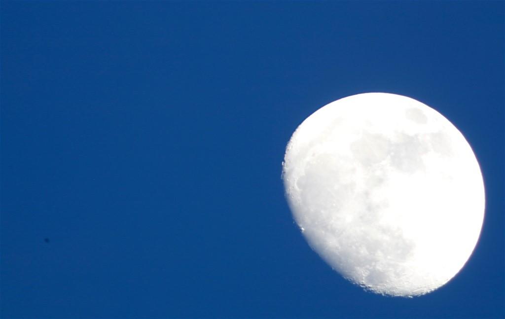 Mond im Blauen/ 11. 04. 2014