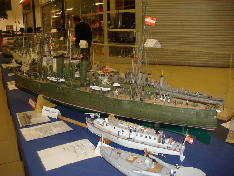 ...überrascht durch die Vielzahl verschiedener Schiffstypen und...