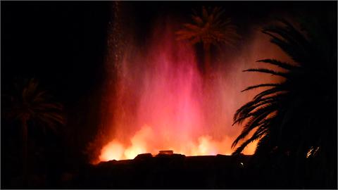 zu jeder vollen Stunde ein Vulkanausbruch