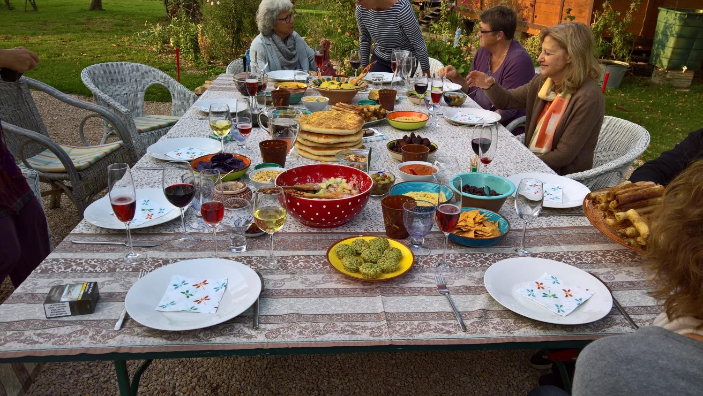 ein reich gedeckter Tisch