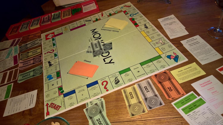 Monopolyspielen, nicht gerade sozial, aber lehrreich