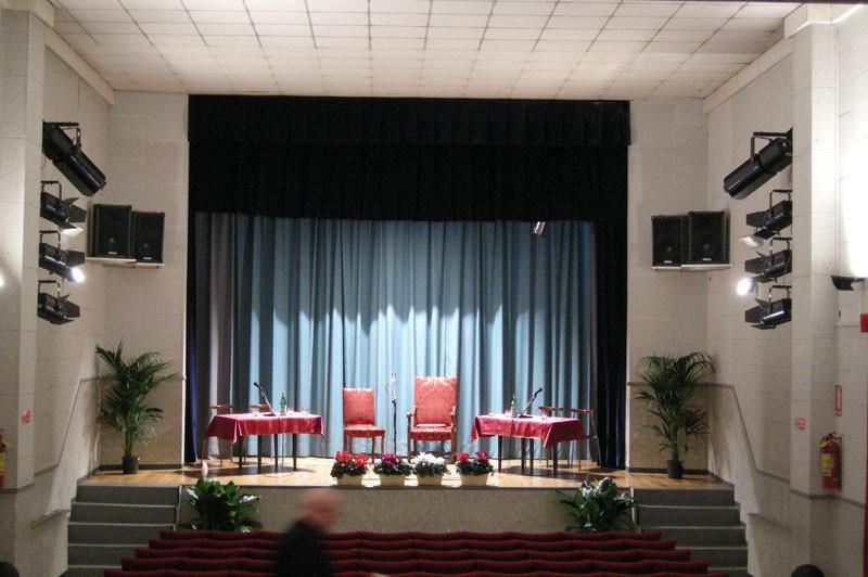 Il palco misura 6 mt x 6 più il proscenio