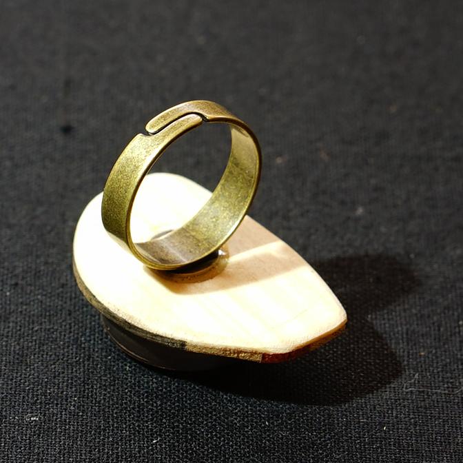 リングサイズはリングを開くことで変えることができます