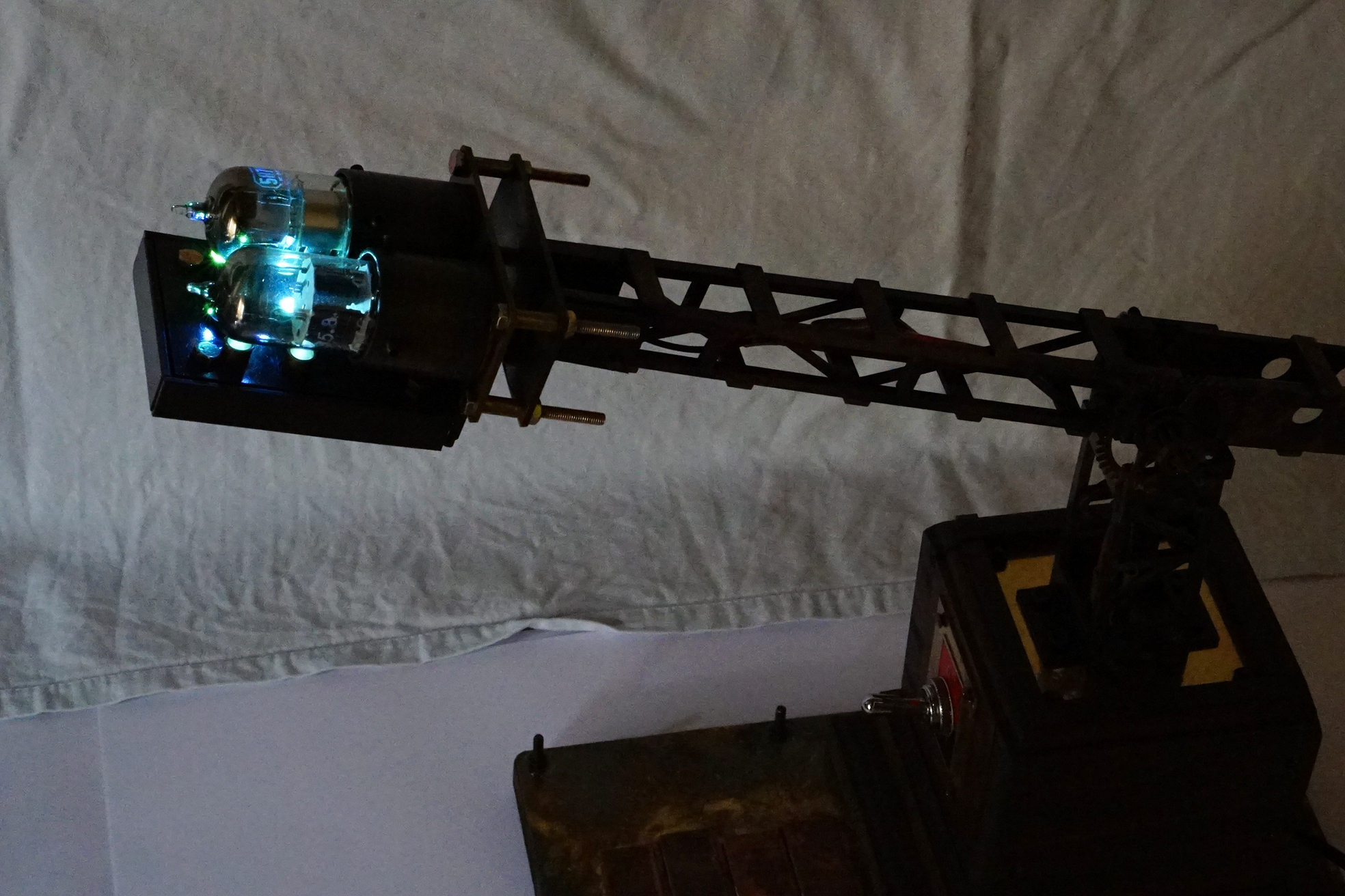 光源にはLEDを使用しています。