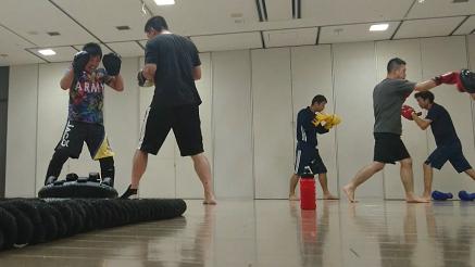 キックボクシング入門教室練習風景
