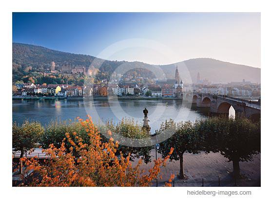 Archiv-Nr. hc2012166 | Alte Brücke und Altstadt im Herbst