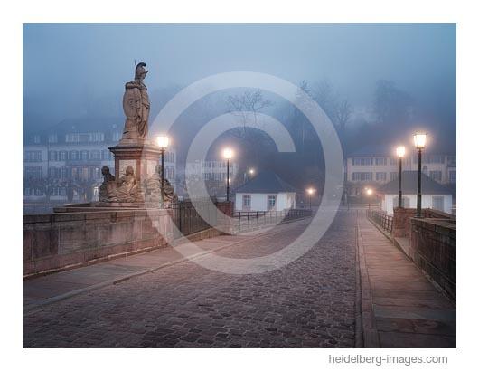 Archiv-Nr. hc2019144 | Auf der Alte Brücke im Nebel