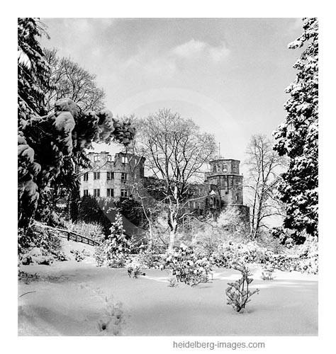 Archiv-Nr. h14/5 Schlosshof im Winterkleid