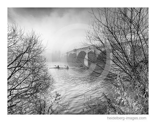 Archiv-Nr. h2015178 | Ruderer an der Alten Brücke