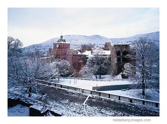 Archiv-Nr. hc2003101 / Schloss im Winterkleid