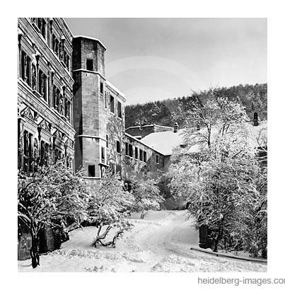 Archiv-Nr. h65-54 / Verschneiter Schlossinnenhof