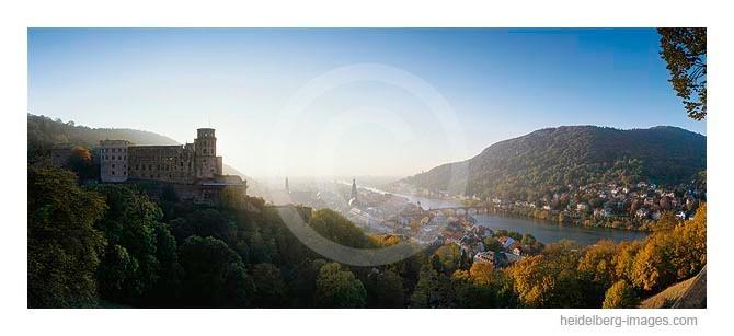 Archiv-Nr. hc2003208 / Herbstlicht am Schloss