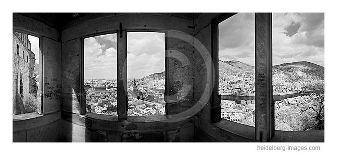 Archiv-Nr. h2010128a / Blick durch den Schlossaltan auf die Altstadt
