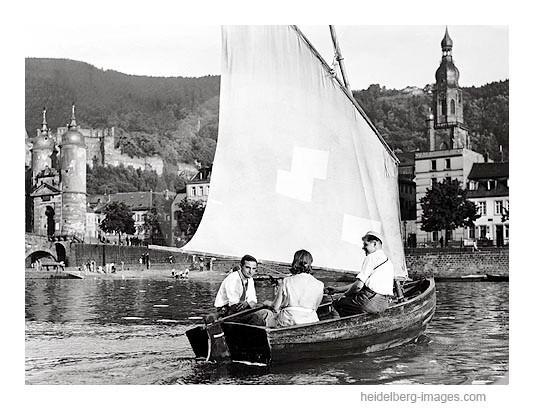 Archiv-Nr. 30-21H / Heidelberg, Studenten bei einer Segeltour auf dem Neckar 1927