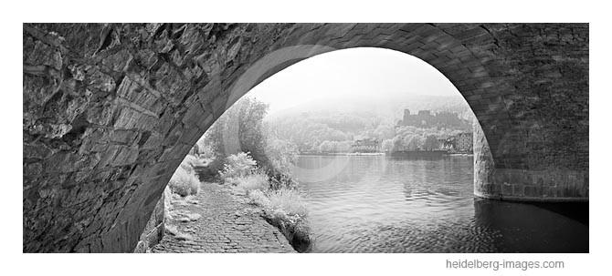 Archiv-Nr. h2012129 / unter der Alten Brücke mit Blick auf das Schloss