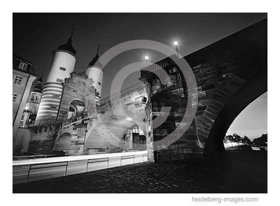 Archiv-Nr. h2006163 | Brückentor bei Nacht